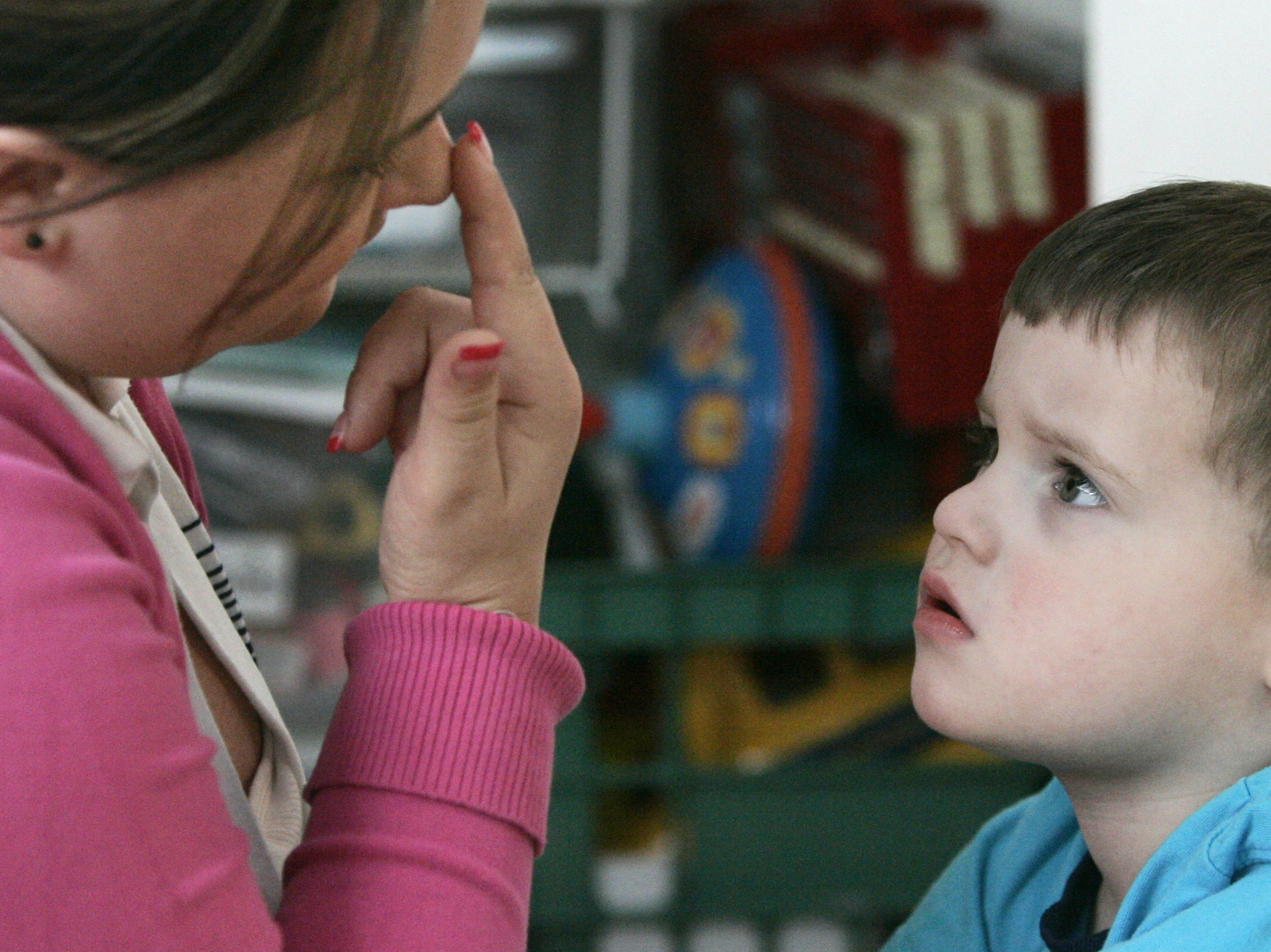children with autism Although many children with and without autism are capable of learning while in a classroom environment, some kids on the spectrum make better progress while moving.